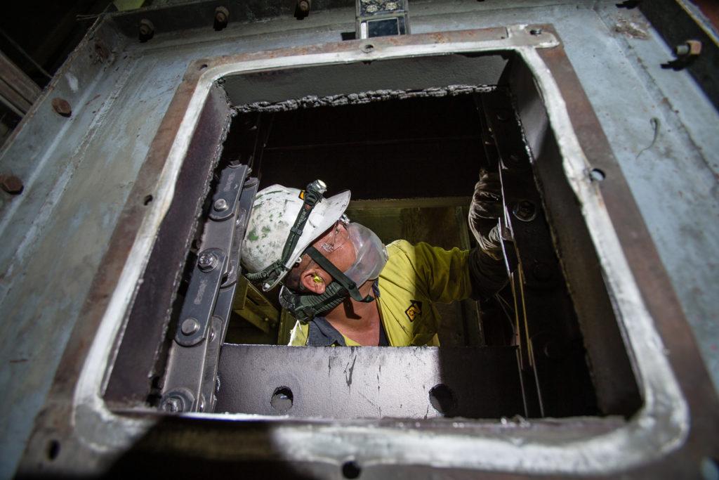 Minero en espacio confinado